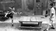 """Ho trovato questa affascinante collezione di fotografie che descrivono scene di vita cinese, lontano dai tipici itinerari turistici. La raccolta, tutta da vedere, è distinta in tre gruppi a tema con foto didascaliche. Nel primo gruppo """"Sopravvivenza"""", ho scelto tre immagini: la prima è quella della madre che prega in […]"""