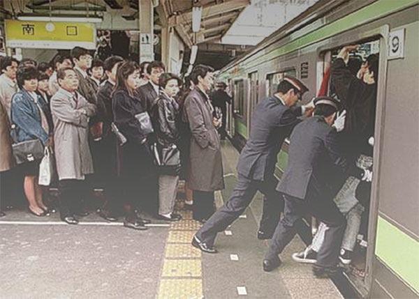 Metropolitana giapponese spinta