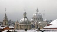 «Nessuno ci aiuta», ecco Gianni sempre in cerca di scuse Piove, e lui incolpa i meteorologi. Nevica, è colpa della Protezione civile. La gente si ammazza, e lui chiama in causa il ministero dell'Interno … Alla vigilia, quando già da una settimana i romani aspettavano la neve con quel misto […]
