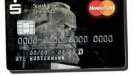 Proprio così, un terzo dei clienti della Sparkasse Bank a Chemnitz, ha scelto di avere l'immagine del padre del comunismo nei loro portafogli Due decenni dopo la caduta del muro di Berlino, alcuni tedeschi orientali, hanno ricominciato ad andare in giro con le immagini di Karl Marx, anche se solo […]