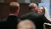 Allen Ayres, texano, fotografo, recentemente è stato contattato da un'agenzia pubblicitaria che voleva usare una delle sue fotografie di matrimonio (vedi foto) per un proprio cliente del settore farmaceutico. Ayres aveva in mente di vendere la foto per 1.000 dollari, ma saggiamente ha chiesto un consiglio al Digital Wedding Forum. […]