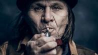 Philippe Echaroux, è un giovane fotografo francese, tra le altre cose realizza fotoritratti di personaggi famosi. Recentemente, ha realizzato un progetto personale che da qualche tempo covava nella sua mente: utilizzare la sua esperienza e stile per fotografare personaggi sconosciuti incontrati per strada (clicca l'immagine per vedere altre foto).  […]
