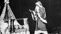 George Albert Smith, noto anche come GA Smith, era un fotografo ritrattista con un interesse per il cinema. Ha brevettato il primo sistema commerciale di cinema a colori chiamato Kinemacolor. Fino al 1911 ha diretto prodotto e girato numerosi cortometraggi e documentari. Morì nel 1959. George Albert Smith nel 1898 […]