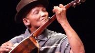 La fama di Hannes Coetzee, grazie al suo stile unico di suonare la chitarra con il cucchiaino in bocca è cresciuta negli ultimi anni attraverso YouTube. Le persone in tutto il mondo si stanno chiedendo chi è e come ha iniziato a suonare la chitarra con quest'originale stile. Hannes è […]