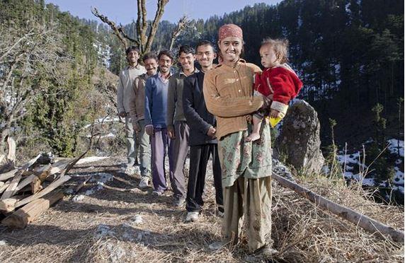 Rajo Verma con i suoi cinque mariti