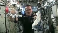 E' noto che quando si lascia la Terra, nei viaggi nello Spazio, centinaia di situazioni variano al di fuori della portata gravitazionale. Che cosa accade quando si strizza un asciugamano bagnato? Il comandante Chris Hadfield il sedici aprile 2013, durante un collegamento in diretta dalla Stazione Spaziale Internazionale (ISS), ha […]