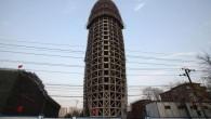 L'edificio della nuova sede del Quotidiano del Popolo, la principale macchina di propaganda del Partito Comunista, per la sua forma un po' troppo fallica (vedi foto), ha scatenato accesa discussione online. L'edificio è ancora in costruzione a Pechino (sarà ultimato a maggio del 2014), allo stato attuale, la sua forma […]