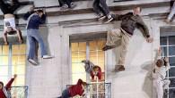 Ciò che si vede può sembrare la classica facciata di un edificio tardo-vittoriano in una strada di tutti i giorni nella zona est di Londra, in realtà la parte anteriore con vere persone che s'arrampicano, è un'illusione visiva creata in modo accurato. Leandro Erlich, argentino è l'artista che ha realizzato […]