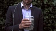 In questo video le perline della catenella (utilizzata per aprire e chiedere la tenda), mentre escono velocemente dal contenitore di vetro sembrano lievitare, sfidare la gravità. Come e perché si comportano in questo modo? Steve Mould, sulla BBC presenta argomenti scientifici per ilBritain's Brightest della Gran Bretagna, sul suo sito […]