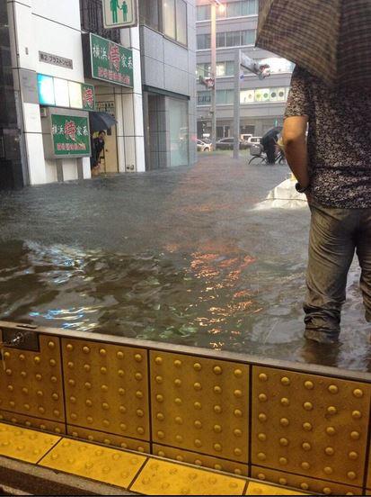 Barriera antiesondazione ingresso metropolitana di Nagoya