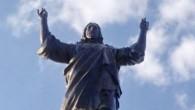 """Una statua di bronzo di Gesù Cristo, più alta della famosa statua del Cristo Redentore di Rio de Janeiro, è apparsa in Siria dilaniato dalla guerra. La statua, dal titolo """"Io sono venuto a salvare il mondo"""" è l'idea di Yury Gavrilov, un quarantanovenne moscovita che gestisce un'organizzazione di Londra […]"""
