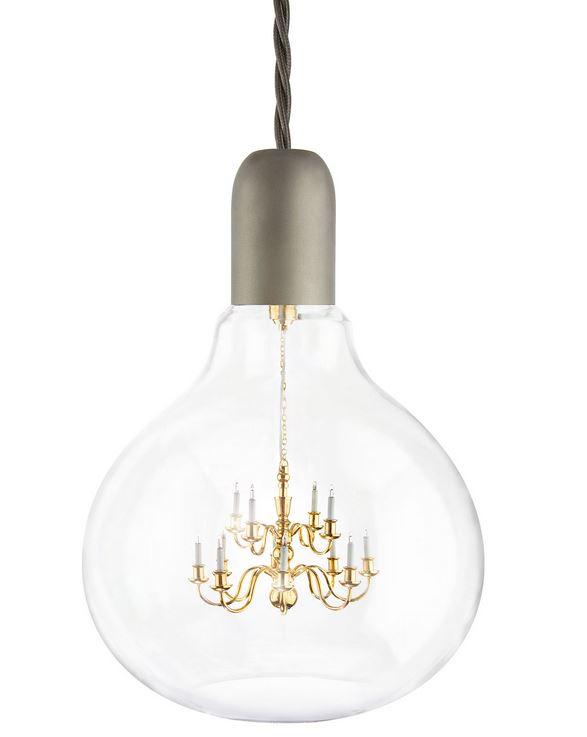 Ecco il più piccolo lampadario al mondo arreda l'interno di