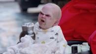 """Un esilarante (e inquietante) """"indemoniato bebè"""" in un passeggino telecomandato, è stato fatto scorazzare per le strade di New Yorkper una campagna di marketing virale per il prossimo film horror Devil's Due. Il debutto del film è previsto per venerdì 17 gennaio 2014. Il bambino indemoniato ha scatenato il caos […]"""
