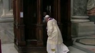 Papa Francesco venerdì scorso nella Basilica di San Pietro ha sorpreso il suo maestro di cerimonie quando è andato a confessare i suoi peccati a un prete ordinario. Il Papa presiedeva al servizio destinato a dimostrare l'importanza che egli attribuisce al sacramento della riconciliazione, comunemente noto come confessione, dopo aver […]