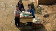 Mina Yoon è una ragazza nordcoreana, ha venti anni, ha lasciato il paese nel 2010 ora collabora con NKNews, ha scritto: «I funerali in Corea del Nord non sono come in Corea del Sud, dove la maggior parte dei grandi ospedali e cappelle fornisce i locali per i funerali, in […]