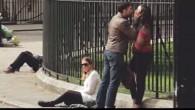 Il video mostra come il pubblico reagisce in modo differente alla violenza di un uomo su una donna, rispetto alla violenza di una donna su un uomo. Lo spot, con due attori, mostra un uomo maltrattare la sua fidanzata in un parco di Londra. Poco dopo comincia a diventare fisicamente […]