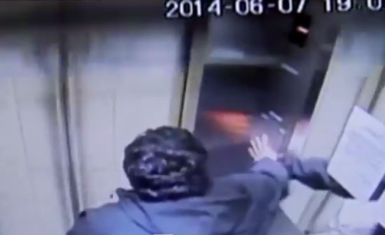 José Vergara Acevedo dentro ascensore impazzito