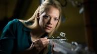 In un laboratorio seminterrato nel campus della BYU, Julie Crocket professoressa d'ingegneria meccanica analizza l'acqua che rimbalza come una palla e rotola giù da una rampa. Il fenomeno avviene perché Julie Crocket e il suo collega, Dan Maynes hanno creato un canale inclinato che è super idrofobico,una superficie che è […]