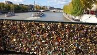 """A volte troppo amore può essere negativo, Parigi l'ha scoperto domenica quando migliaia di """"lucchetti dell'amore"""", hanno causato il crollo di una parte della ringhiera del Pont des Arts, costringendo l'evacuazione delle persone. Ogni anno migliaia di appassionati da tutto il mondo visita il Pont des Arts per sigillare il […]"""
