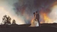 Michael e April Wolber avevano scelto il luogo perfetto per celebrare con familiari e amici il loro matrimonio all'aperto, a Rock Springs Ranch in Oregon. Il luogo ben presto si è trasformato in uno scenario apocalittico, April Wolber sulla sua esperienza infuocata ha detto: «Le mie damigelle hanno fatto davvero […]