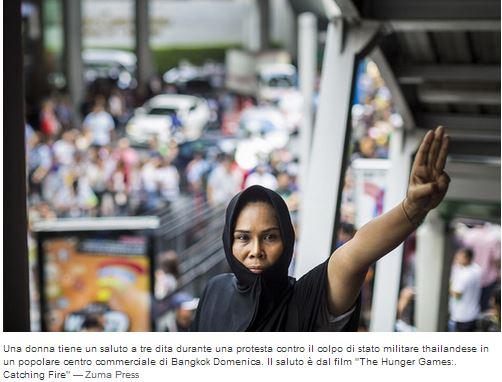 Thailandia saluto a tre dita protesta contro il colpo di stato militare
