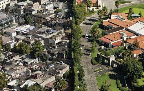 Città del Messico ricchi e poveri a stretto contatto di gomito