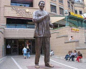 Statua Nelson Mandela centro commerciale Sandton City
