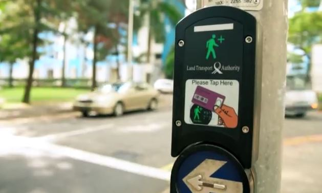 Green Man Plus a Singapore semafori intelligenti per aiutare anziani e disabili