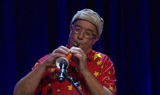 Linsey Pollak suona il clarinetto carota
