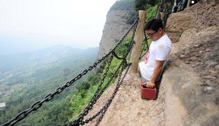 Chen Zhou scala la montagna più pericolosa della Cina