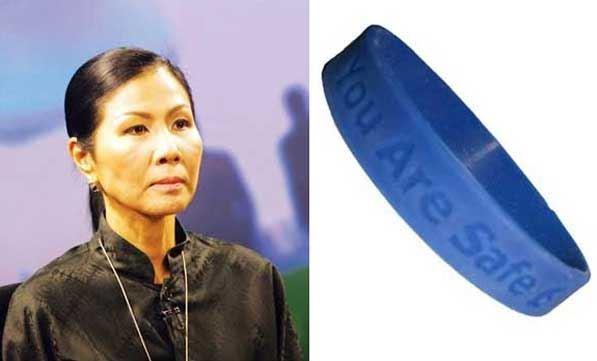 Kobkarn Wattanavrangkul Ministro turismo thailandese braccialetti per turisti