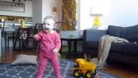 Nick Turner di Bloomberg Newsvoleva davvero vederela più piccola dei suoi figliimparare a camminare, come moltipapà, ha voluto catturare ogni tentativo per ricordarli in video. La parte migliore del video diario di Nick sulla figlia Lucy che impara a camminare, sono i piccoli clip che mostrano quanto tempo e determinazione […]