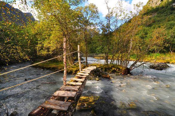 3) Piccolo ponte di legno
