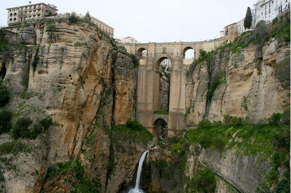 4) Puente Nuevo, Ronda, Spagna