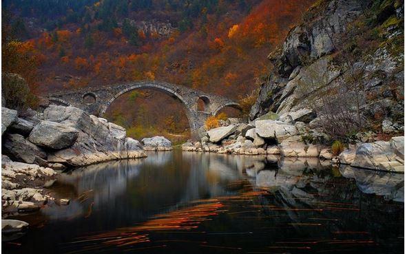 6) Dyavolski più, Ardino, Bulgaria