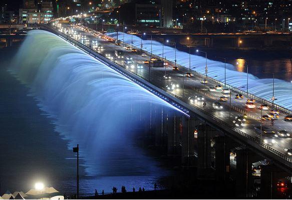 7) Il Ponte Banpo, Seoul, Corea del Sud