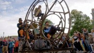 Cesar Alvarez Bayer è il musicista e progettista di Factoria Circular (Fabbrica Circolare), nel 2010 ha condiviso con Andrea Cerchiaro una folle idea di costruire una ruota panoramica di tredici metri di altezza per utilizzarla come palcoscenico per lo spettacolo di strada chiamato Rodafonio. La ruota gira al ritmo della […]