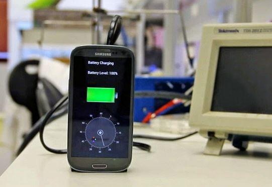 StoreDot ricarica cellulare in 30 secondi