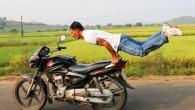 Gugulotu Lachiram un contadino di quarant'anni, del distretto di Khammam nello stato di Telangana in India ha imparato l'incredibile arte di eseguire complesse figure di yoga mentre cavalca la moto in corsa. E' considerato il massimo esponente mondiale di yoga estremo. Gugulotu Lachiram ha detto: «Ho iniziato a fare yoga […]