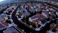 I vicini di casa che abitano sulla Manning Street a Yucaipa in California, coordinati da Jeff Maxey (ha realizzato il video con una telecamera drone, ha sincronizzato le luci con la musica), hanno sistemato le luci sulle loro case per realizzare lo spettacolo. I risultati sono innegabilmente impressionanti, gli abitanti […]