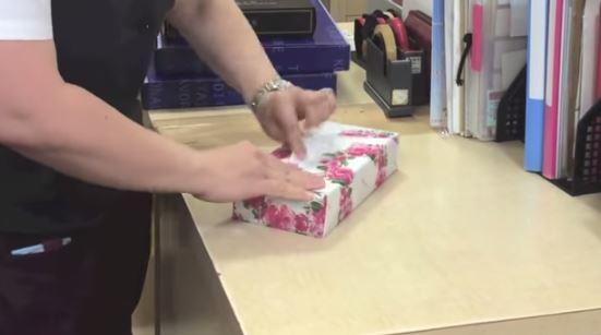 incartare regalo in dieci secondi