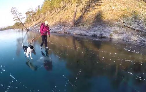 Pattinaggio sul lago ghiacciato