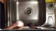 Sgusciare un uovo sodo come Micah nel video è davvero facile! Basta seguire questi semplici passiper essere in grado di sgusciare un uovo come un professionista. Fase 1 Cuocere l'uovo con un metodo adeguato (clicca qui per le istruzioni). Fase 2 Trova un piccolo bicchiere e riempilo con acqua in […]