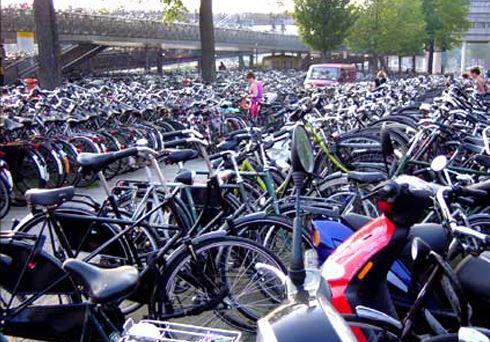 Amsterdam parcheggi biciclette esauriti