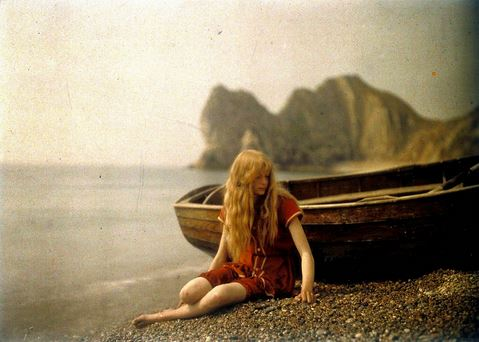 1913 - Foto a colori di Christina O'Gorman in costume da bagno rosso