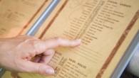 Il menù di un ristorante è molto più di un elenco casuale di pietanze, èprobabile che sia strategicamente preparato su misura da un ingegnere del menù o un consulente per essere di facile lettura, e, soprattutto, redditizio. Ecco otto trucchi dei ristoranti utilizzati nei loro menù per influenzare le scelte […]