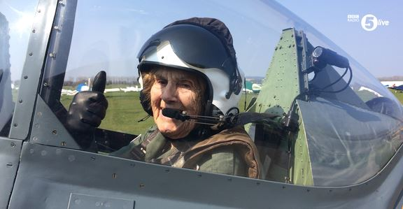 Joy Lofthouse 92 anni pilota Spitfire