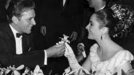 Tutti sanno che Elizabeth Taylor e Richard Burton erano anime gemelle, in questa intervista video del 1966, è piuttosto chiaro vederlo, durante il filmato basta ascoltare il modo adorante in cui si sostengono a vicenda, non solo verbalmente, ma anche fisicamente. Elizabeth Taylor a un certo punto sbotta: «Beh ci […]