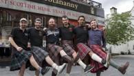"""I camerieri in un pub a Inverness in segno di protesta hanno deciso di non indossare i loro kilt dopo aver subìto continue vessazioni da parte di donne curiose di verificare se sono """"veri scozzesi"""". Fino ad ora, all'Hootananny Inverness il personale per mantenere l'atmosfera tradizionale del pub ha indossato […]"""
