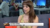 Victoria Donda Perez deputata attivista argentina (eletta alla Camera dei deputati nel 2007 per il Movimiento Libres della Sur, è la prima figlia di desaparecidos a occupare tale carica), ha fatto scalpore sui social media dopo essere stata fotografata ad allattare al seno la figlia durante l'attività lavorativa. Victoria Donda […]